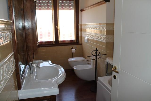 Rif 107 vendita appartamento cattolica rn rimini for Bagno 6 mq